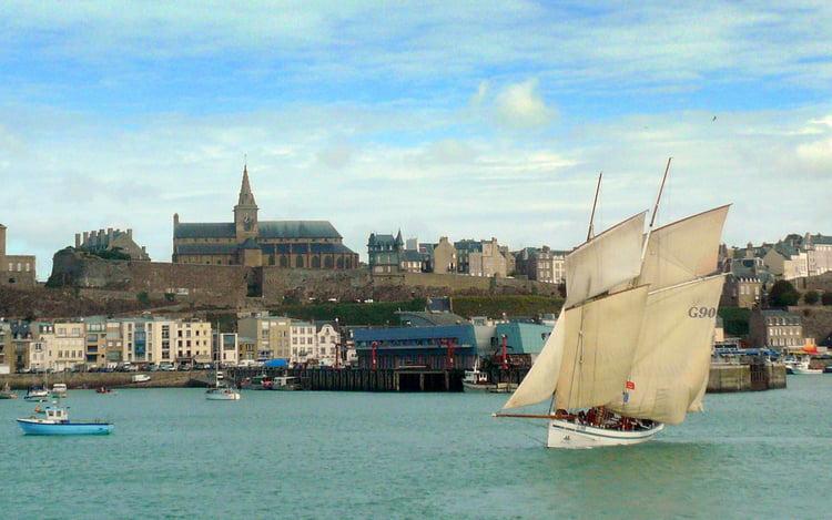 le bateau de Martin du 22 juillet trouvé par Martine La-granvillaise-2056645356-1441815