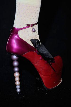 Tendenza Scarpe Primavera - Estate 2010 13-scarpe-galliano-spring-2010-00