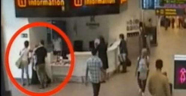 aeroporto - [Internacional] Pais deixam filha no aeroporto para não perder avião Bambina-aeroporto-default-125469-0