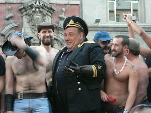 Comentemos amistosamente la deriva homofoba, fascista y censora de los mods de eRepublik C3e9617c8e1341c094d701702bdf79b2