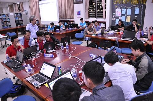 """Sinh viên Đại học Duy Tân giành giải nhất cuộc thi """"Sinh viên với An toàn thông tin"""" miền Trung Dsc_0461"""