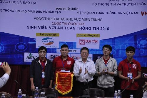 """Sinh viên Đại học Duy Tân giành giải nhất cuộc thi """"Sinh viên với An toàn thông tin"""" miền Trung Dsc_0506"""
