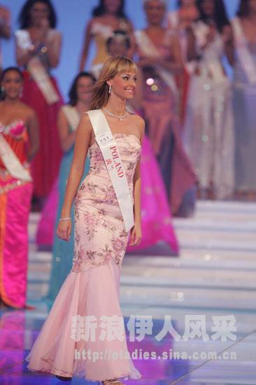 Katarzyna Weronika Borowicz - Miss Earth Water 2005 (Poland) U970P8T1D126840F913DT20041204230459