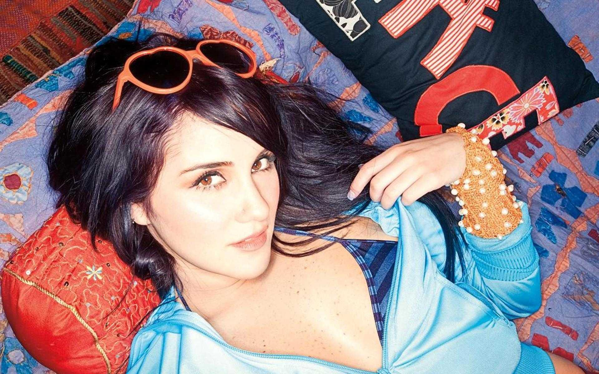 Dulce Maria gallery - Page 2 O35244-1920x1200