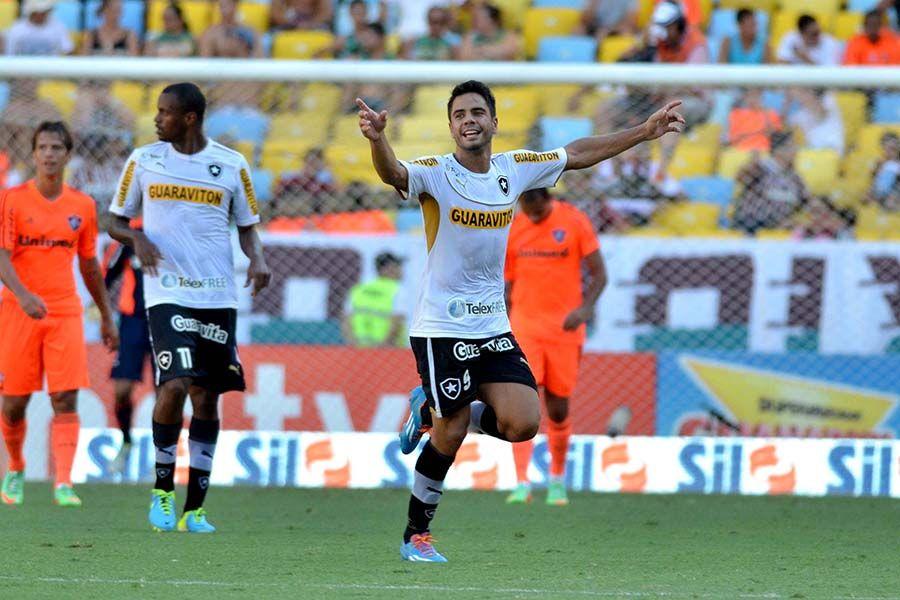 Botafogo com time reserva goleia fluminese F_233468