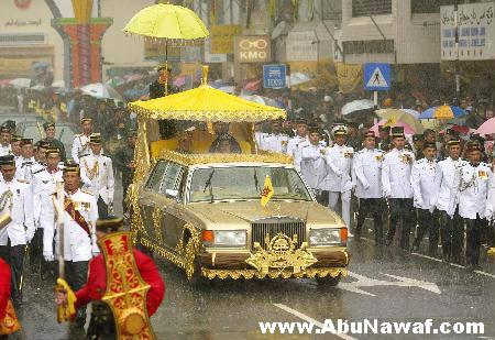 سلطان بروناي ( حسن بلقيه) وثروته الهائلة Brunei19
