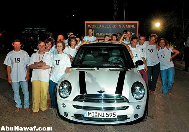21 شخص في سيارة  !!! Pic01077