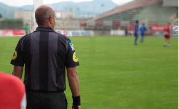 Ligue de football  de CORSE - Page 7 L-arbitre-582