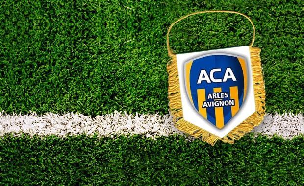 AC ARLES AVIGNON /// CLUB ET STADE  - Page 2 L-fanion-arles-avignon-583