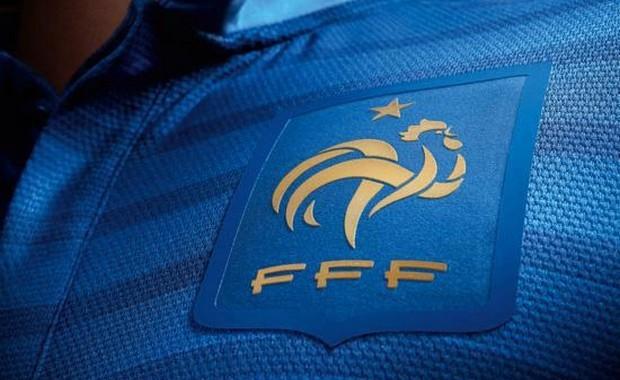 LES JEUNES BLEUS - Page 18 L-edf-bleu-maillot-768