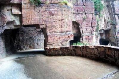 صور لاغرب طريق في العالم يسمى طريق المووت !! 7
