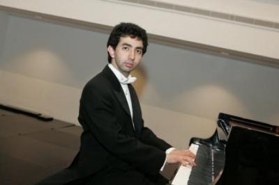 الموسيقي الاردني كريم سعيد يتألق في عزفه على البيانو 9263368657