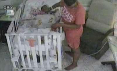 ام تحاول قتل طفلها (بالصور) 3909761497