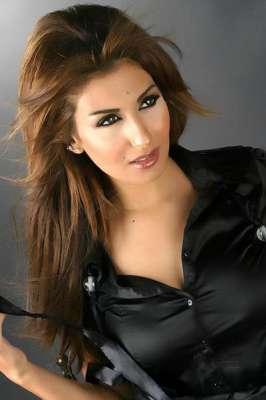 صور..الفنانات يتألقن بللون الاسود 3909765606