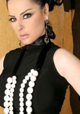 صور..الفنانات يتألقن بللون الاسود 3909765607