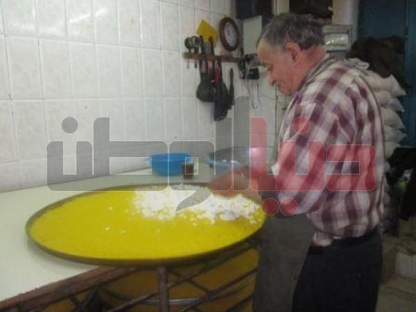 """أقدم محل لصناعة """"الكنافة النابلسية"""" الأكلة الشعبية العريقة..طريقة تحضيرها..ولماذا يعشقها الناس ؟ 3909874115"""