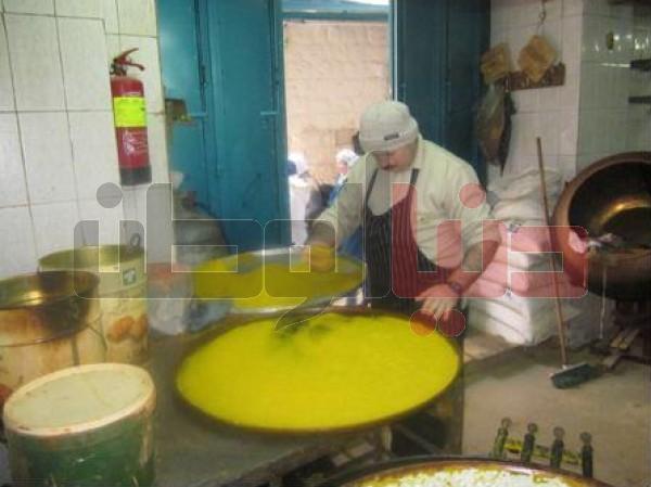 """أقدم محل لصناعة """"الكنافة النابلسية"""" الأكلة الشعبية العريقة..طريقة تحضيرها..ولماذا يعشقها الناس ؟ 3909874116"""