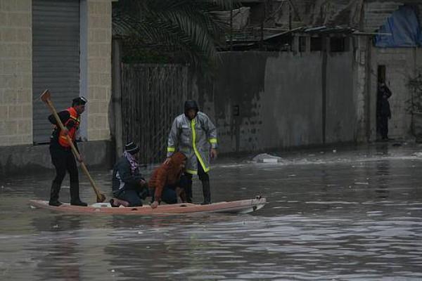 الامطار تغرق البلاد 5-12-2013 3910049345