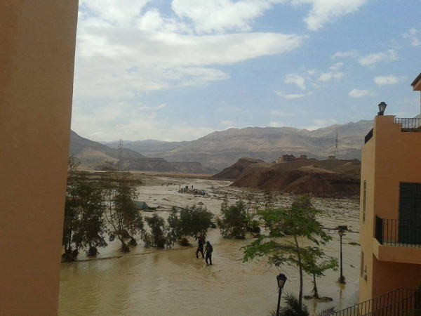فيضانات سيناء في شهر ايار 2014 3910163985