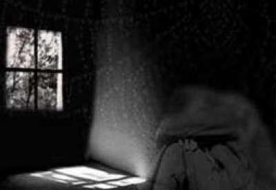 قلع الأظافر وحلق الشعر والحبس لأفغانية رفضت العمل عاهرة    9998313353