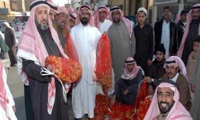 يا ابوهريرة ادخل معنا في البزنس الجديد ده ...اقبال كبير على بيع وشراء ''الجراد'' بالسعودية - صورة  9998369372