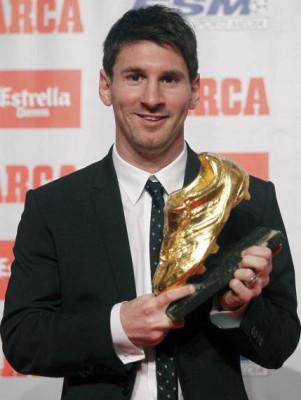 ميسي اول لاعب يحصد جائزة الحذاء الذهبي لافضل هداف في اوروبا ثلاث مرات 9998419895