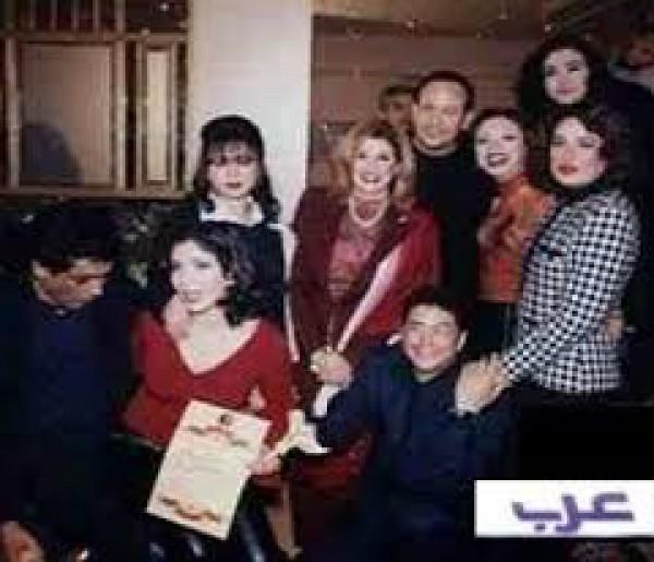 صورة نادرة جمعت 10 نجوم فى التسعينات 9998491329