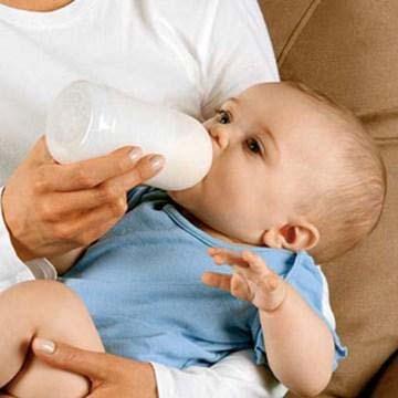 قنينة الحليب المسائية تزيد من سمنة الأطفال 0000