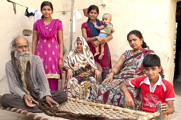 هندي لم يستحم منذ 37 سنة بانتظار مولود ذكر  431
