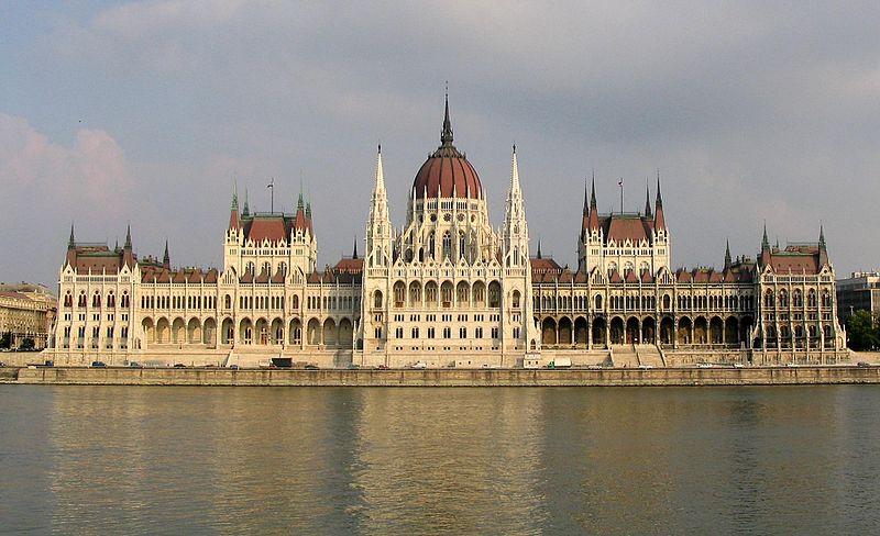 بودابست ثورة بالسياحة وتاريخ من الحضارة 800px-Budapest_Parliament_4604