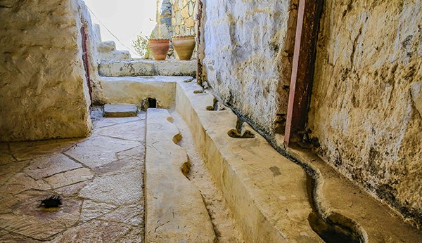 مسجد عمره أكثر من 12 قرن في النماص 1853392458