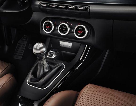 [Alfa Romeo] Giulietta pour les propriétaires de Maserati S7-Des-Alfa-Romeo-Giulietta-pour-les-proprietaires-de-Maserati-en-revision-248632