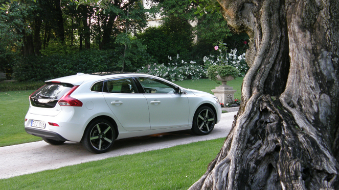 Volvo V40 D4 177 S0-Essai-video-Volvo-V40-faux-break-vraie-compacte-264371