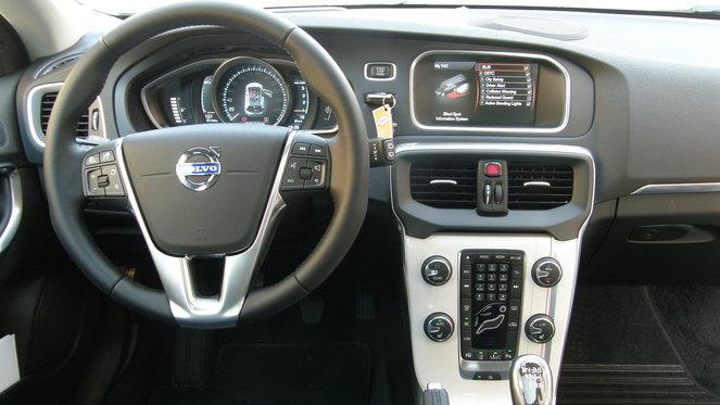 Volvo V40 D4 177 S1-Essai-video-Volvo-V40-faux-break-vraie-compacte-264383