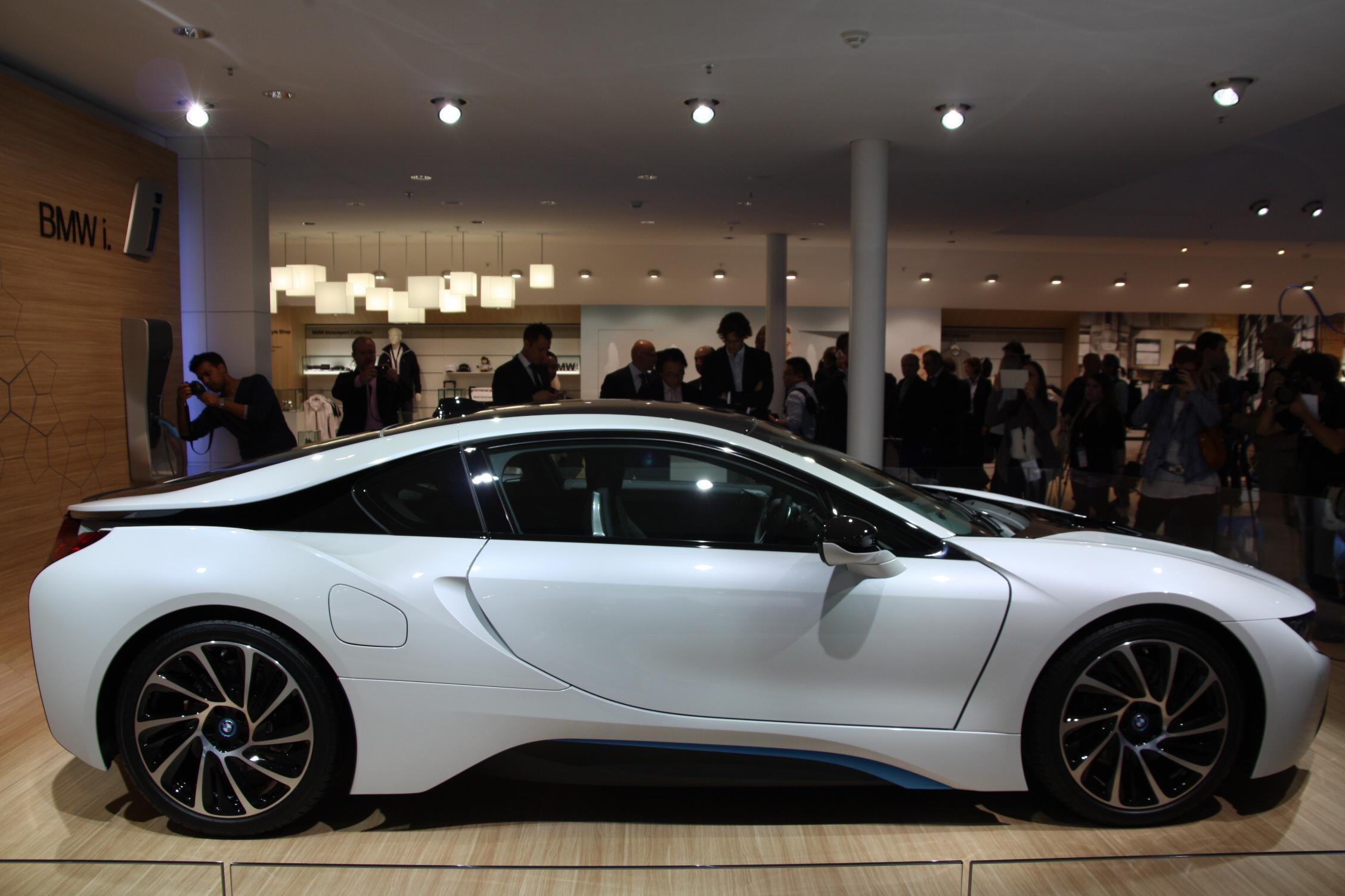 2013 - [BMW] i8 [i12] - Page 13 S0-En-direct-du-salon-de-Francfort-2013-BMW-i8-a-partir-de-126-000-EUR-302077
