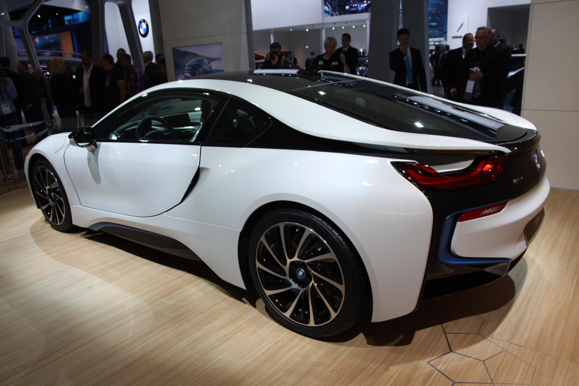 2013 - [BMW] i8 [i12] - Page 13 S0-En-direct-du-salon-de-Francfort-2013-BMW-i8-a-partir-de-126-000-EUR-302081
