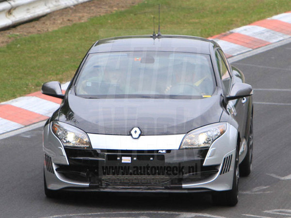 2009 - [Renault] Megane III RS - Page 21 S7-Une-Renault-Megane-RS-plus-radicale-en-preparation-58263