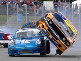 photos insolite de type G, pris sur le net ! S5-Photo-Ford-Mustang-contre-Porsche-911-crash-elegant-62327