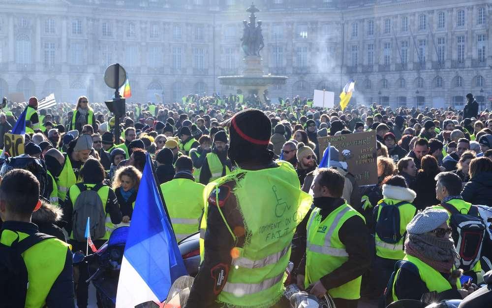 Convergence des luttes. Appel au 5 mai. La Fête à Macron !  - Page 3 Selon-la-prefecture-4-600-gilets-jaunes-defilaient-dans-la-cite-girondine-la-semaine-derniere-des-chiffres-contestes-par-les-manifestants-qui-seront-encore-tres-mobilises-ce-samedi