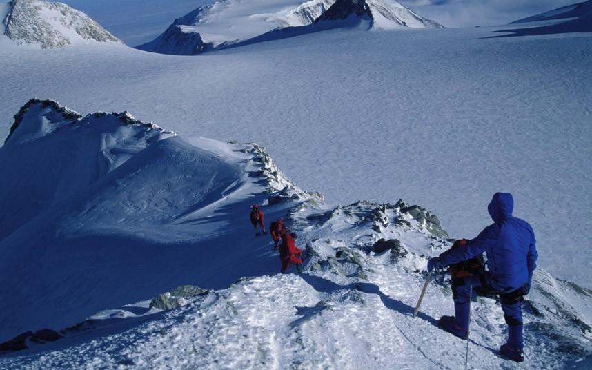 أكثر جبال خطورة في العالم 0019b91eca3913606d4d5f