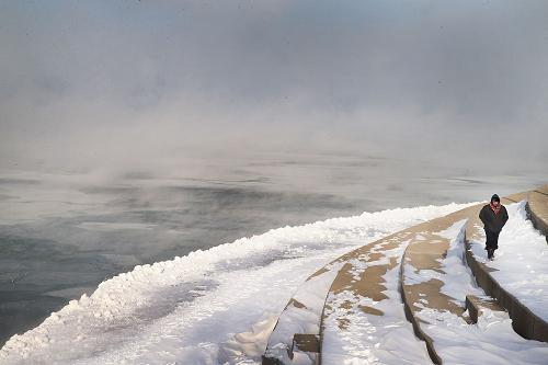 موجة برد قطبية غير مسبوقة تشل مدينة شيكاغو الأمريكية  001aa0ba1bb11435e00f53