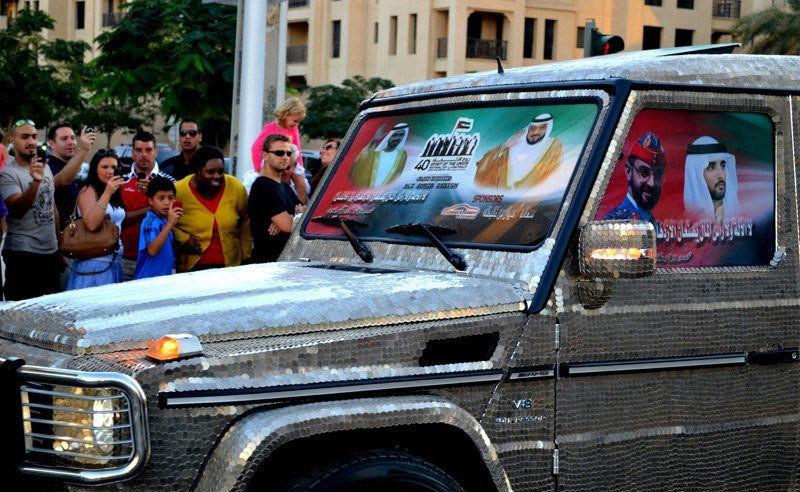 سيارة مرصعة بـ57412 عملة معدنية في دبي  0013729e7972143dc10303