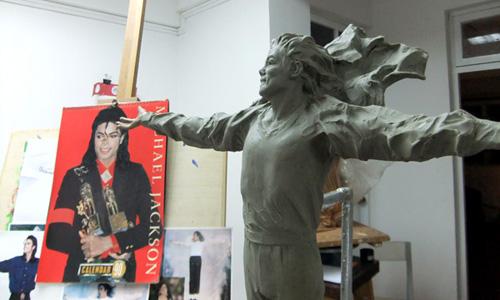 [LA STATUA È STATA INAUGURATA - FOTO E VIDEO] Fans cinesi finanziano la costruzione di una statua di MJ - Pagina 2 001372a9ae270e1fb9bf07