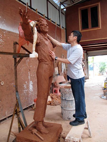 [LA STATUA È STATA INAUGURATA - FOTO E VIDEO] Fans cinesi finanziano la costruzione di una statua di MJ - Pagina 2 001372a9ae270e1fb9cc09