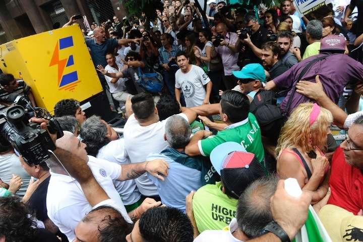 Sindicatos de obreros de Argentina anuncian paro general BkpC5Fhcx_720x0