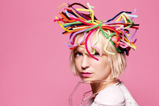 Pixie Awards 2011 >> Siguen los premios... - Página 12 Sia33378