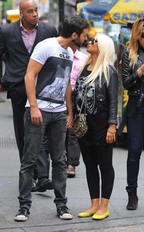 [Fotos] Christina Aguilera y Matt Rutler en New York [14/May/12] Reg_1024.ChristinaAguilera.jc.051512