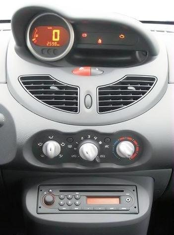 Lumière des commandes de chauffage 173-twingo2-console-centrale2