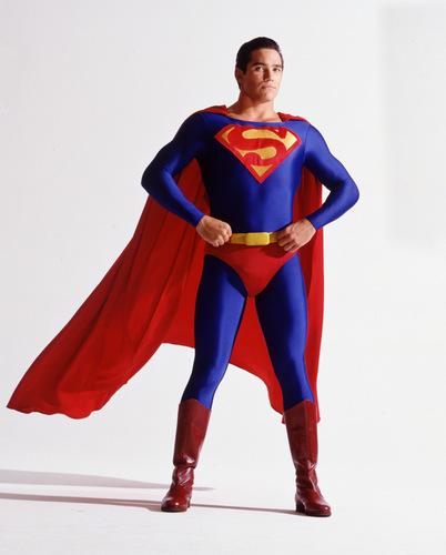 [Encuesta] Qué traje de Superman te gusta más? Superman-lois-and-clark-162539_402_500
