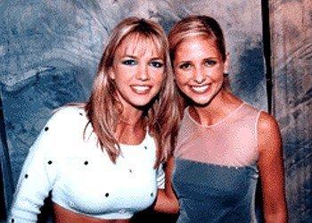 "Serie TV > ""Buffy, The Vampire Slayer"" [T.8] - Página 4 Smg---britney-spears-sarah-michelle-gellar-634577_350_250"